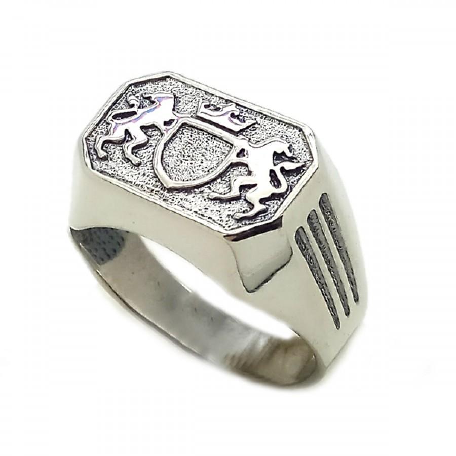 "Ring ""Royal Lions and Shield"""